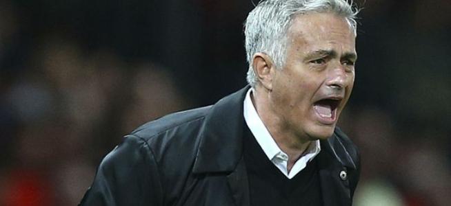 MU Sedang Melarang Sang Legenda Terus Kritik Mourinho